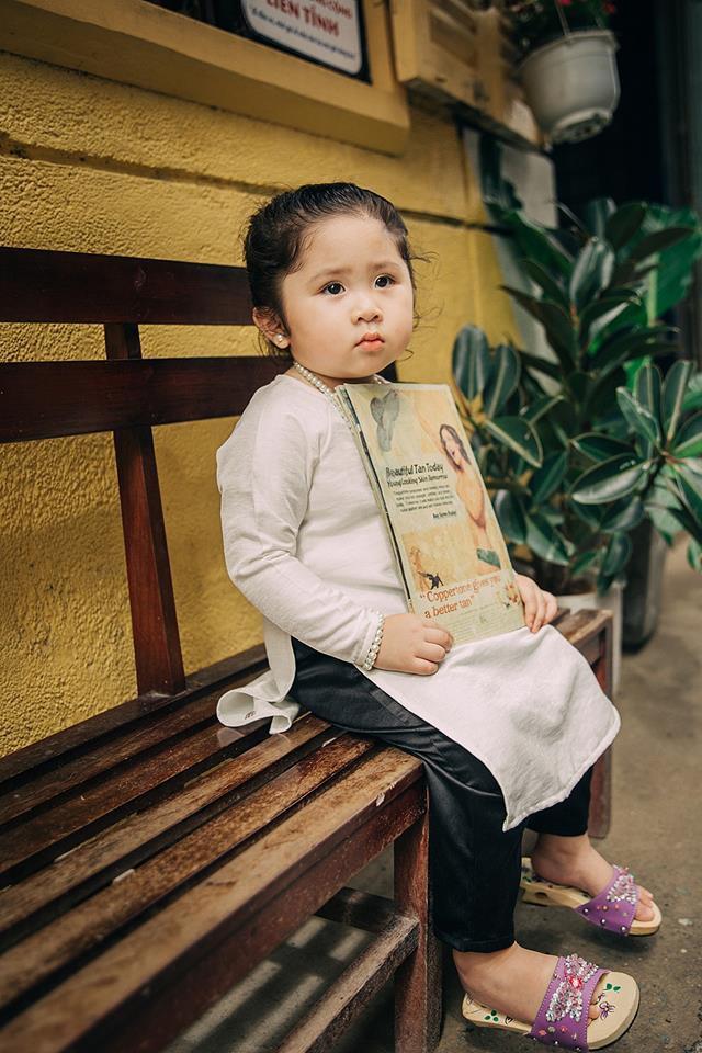 Đây chính là cô Ba Sài Gòn phiên bản 2,5 tuổi cưng hết sảy khiến dân mạng phát cuồng - Ảnh 13.
