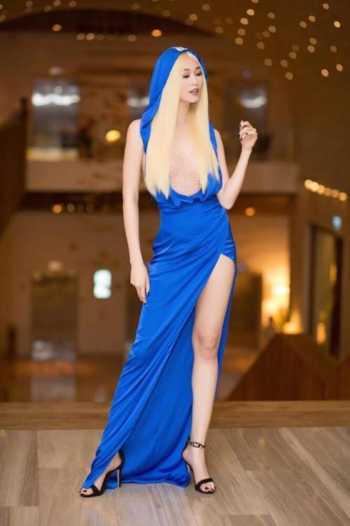 Vượt mặt hoa hậu, á hậu, đây là nữ diễn viên mặc gợi cảm ở mọi thảm đỏ 2017 - Ảnh 13.