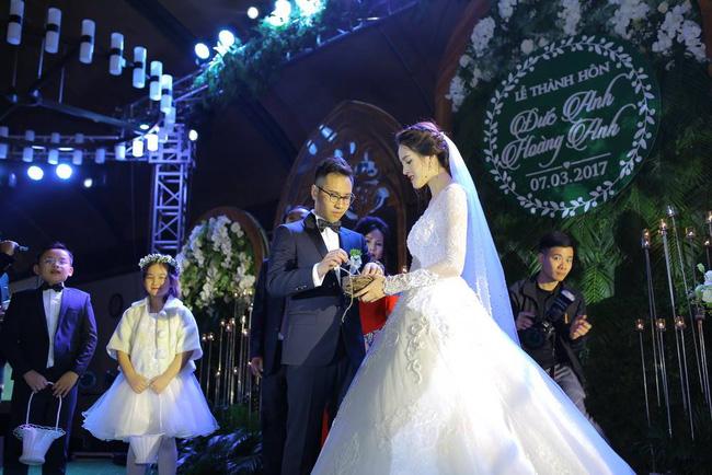 Á hậu Hoàng Anh rạng rỡ với váy trắng tinh khôi trong tiệc cưới - Ảnh 14.