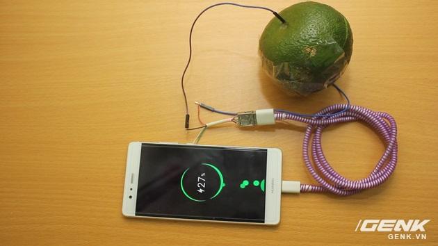 Hướng dẫn bạn đọc chế sạc pin dự phòng từ một quả cam, sạc được tới gần 40% pin cho iPhone - Ảnh 15.