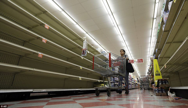 Cơn bão mạnh nhất thập kỷ đổ bộ vào Mỹ, người dân lo sợ một kịch bản tương tự Katrina xảy ra - Ảnh 14.
