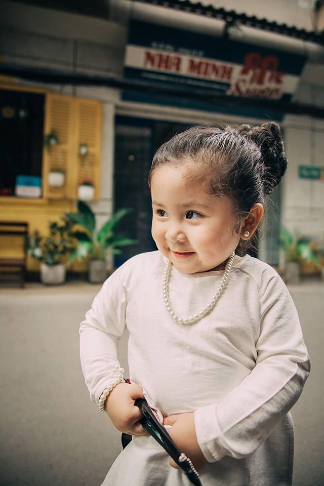 Đây chính là cô Ba Sài Gòn phiên bản 2,5 tuổi cưng hết sảy khiến dân mạng phát cuồng - Ảnh 14.