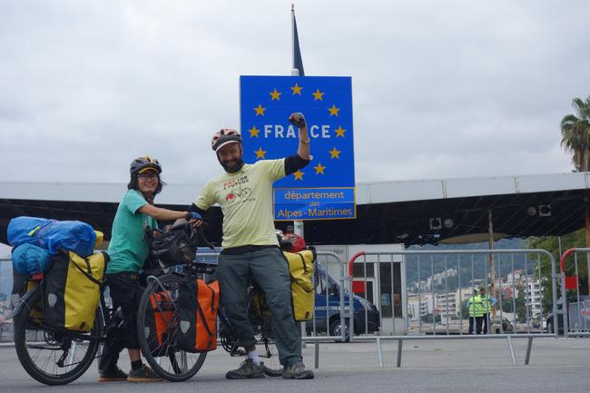 Hành trình 291 ngày, 15.000km, 11 quốc gia, 1 lần suýt chết, và cái kết có hậu của cô gái đạp xe từ Việt Nam - Ảnh 15.
