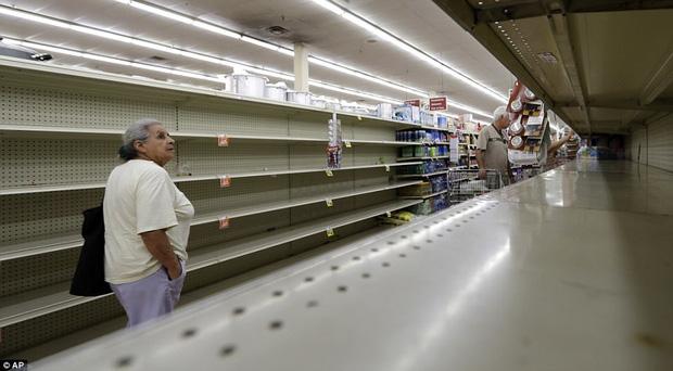 Cơn bão mạnh nhất thập kỷ đổ bộ vào Mỹ, người dân lo sợ một kịch bản tương tự Katrina xảy ra - Ảnh 15.