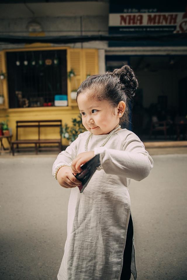 Đây chính là cô Ba Sài Gòn phiên bản 2,5 tuổi cưng hết sảy khiến dân mạng phát cuồng - Ảnh 15.