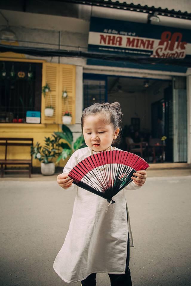 Đây chính là cô Ba Sài Gòn phiên bản 2,5 tuổi cưng hết sảy khiến dân mạng phát cuồng - Ảnh 16.