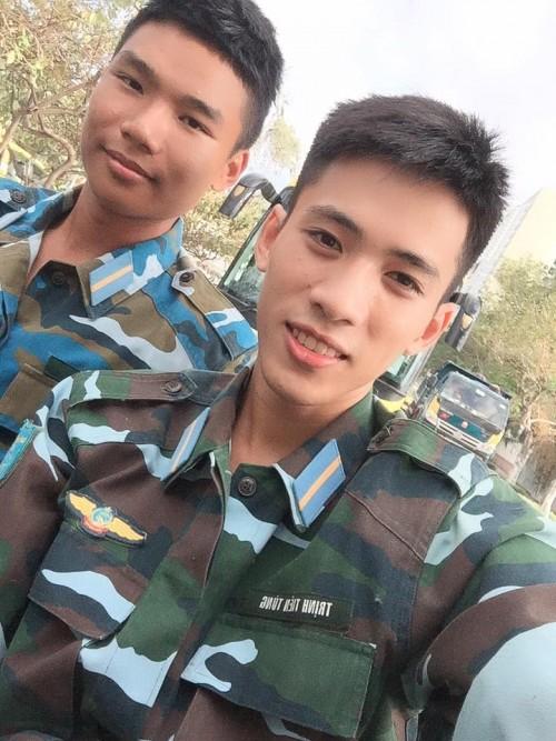 Ai nói sinh viên trường Quân đội không đẹp là chưa gặp 3 chàng lính cực kỳ điển trai này rồi! - Ảnh 16.