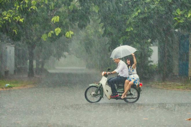 Những bức ảnh tuyệt đẹp này sẽ khiến bạn nhận ra, trong mưa, cuộc đời vẫn dịu dàng đến thế - Ảnh 17.