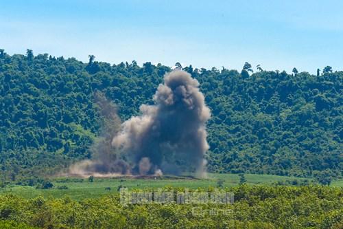 Trực thăng vũ trang, phản lực chiến đấu đồng loạt bắn, ném bom, tiêu diệt mục tiêu mặt đất - Ảnh 17.