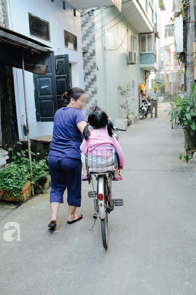 Tổ ấm nhỏ tràn đầy hạnh phúc của người đàn bà hiếm muộn và bé gái bị mẹ bỏ rơi trên xe taxi 4 năm trước - Ảnh 17.