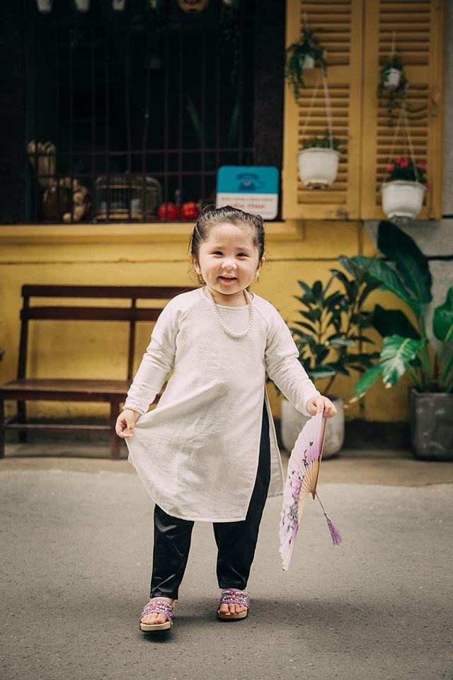 Đây chính là cô Ba Sài Gòn phiên bản 2,5 tuổi cưng hết sảy khiến dân mạng phát cuồng - Ảnh 17.