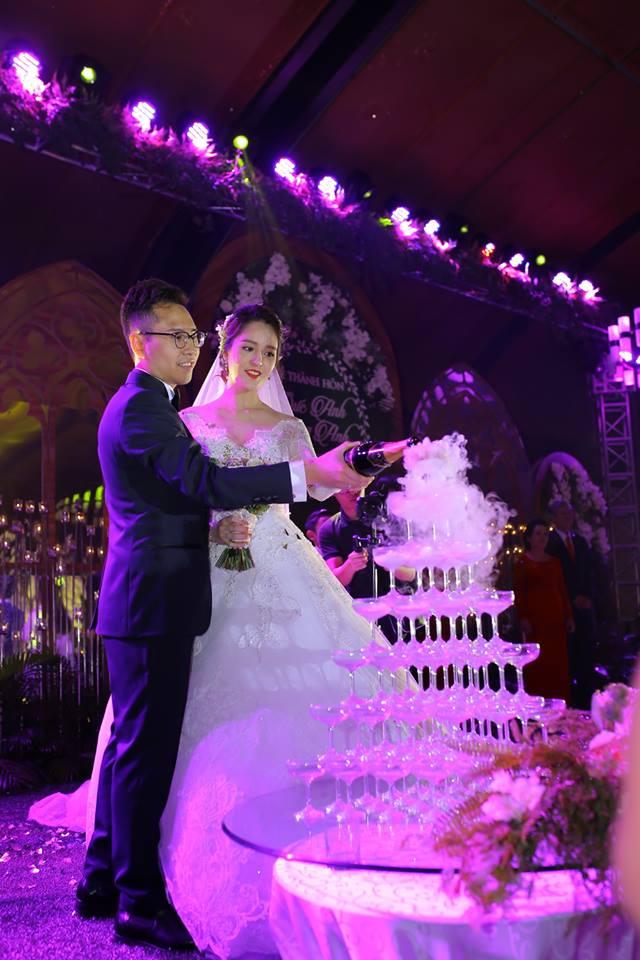 Á hậu Hoàng Anh rạng rỡ với váy trắng tinh khôi trong tiệc cưới - Ảnh 18.