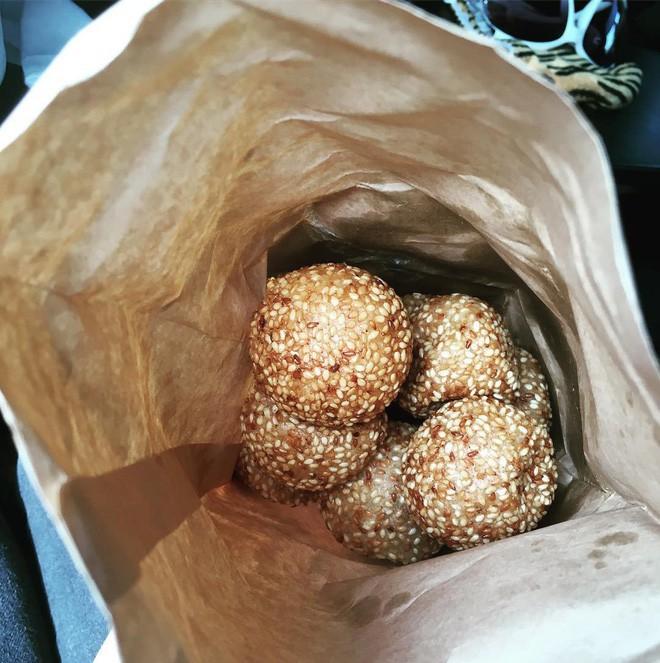 Mách bạn 4 hàng bánh rán chỉ từ 1k mà chủ hàng lúc nào cũng niềm nở, thân thiện ở Hà Nội - Ảnh 18.