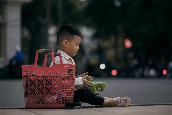 Sự thật bất ngờ về cậu bé đánh giày đang gây bão cộng đồng mạng - Ảnh 19.