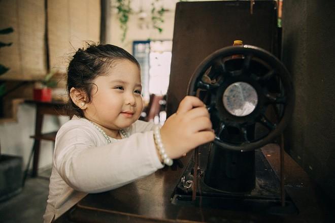 Đây chính là cô Ba Sài Gòn phiên bản 2,5 tuổi cưng hết sảy khiến dân mạng phát cuồng - Ảnh 19.
