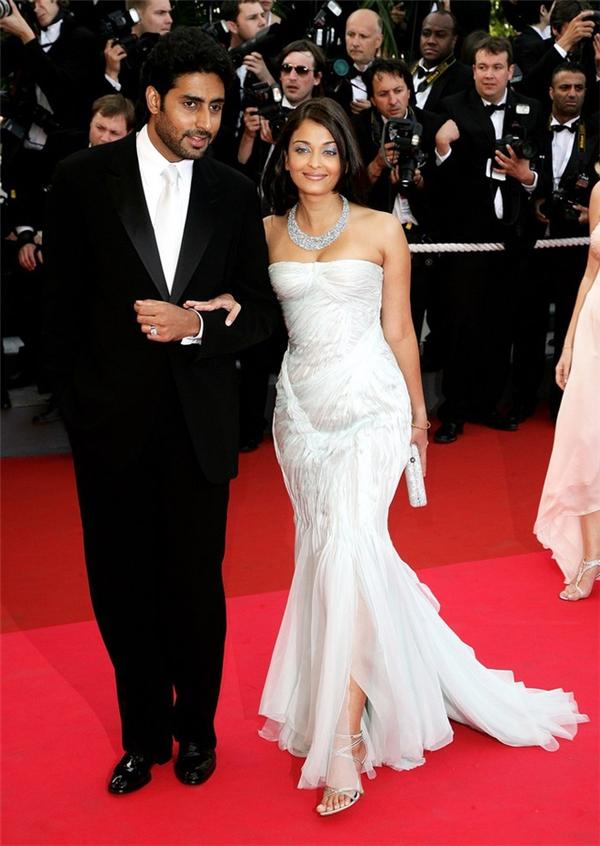 Hành trình 16 năm hóa nữ thần thảm đỏ Cannes của Hoa hậu Aishwarya Rai - Ảnh 10.