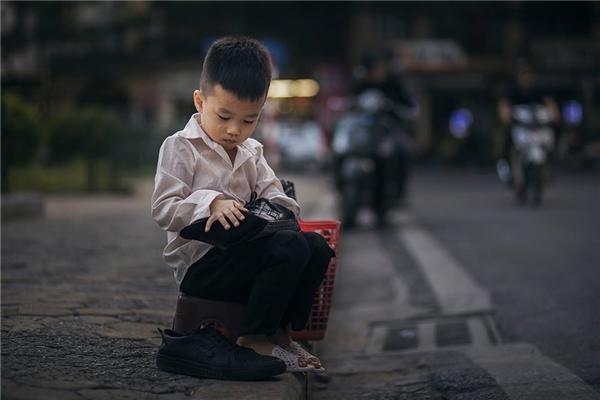 Sự thật bất ngờ về cậu bé đánh giày đang gây bão cộng đồng mạng - Ảnh 3.