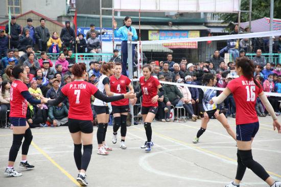Càn quét giải hội làng, sao bóng chuyền ẵm… 100 triệu đồng - Ảnh 2.