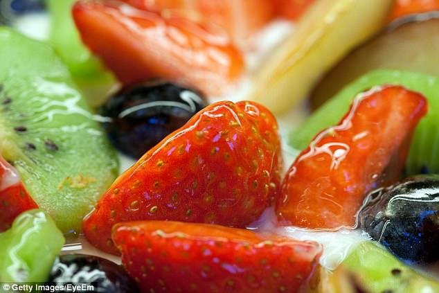 Chuyên gia dinh dưỡng khuyên bạn nên và không nên ăn những thực phẩm này để có làn da đẹp - Ảnh 3.