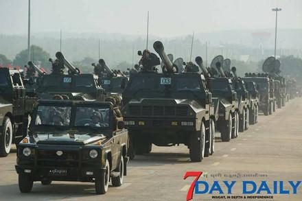 Quân đội Myanmar phô trương sức mạnh vũ khí trong cuộc duyệt binh - Ảnh 2.
