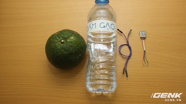 Hướng dẫn bạn đọc chế sạc pin dự phòng từ một quả cam, sạc được tới gần 40% pin cho iPhone - Ảnh 2.