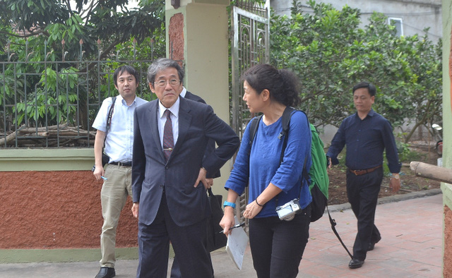 Đại sứ Nhật Bản đến gia đình bé gái người Việt bị sát hại nói lời xin lỗi - Ảnh 3.