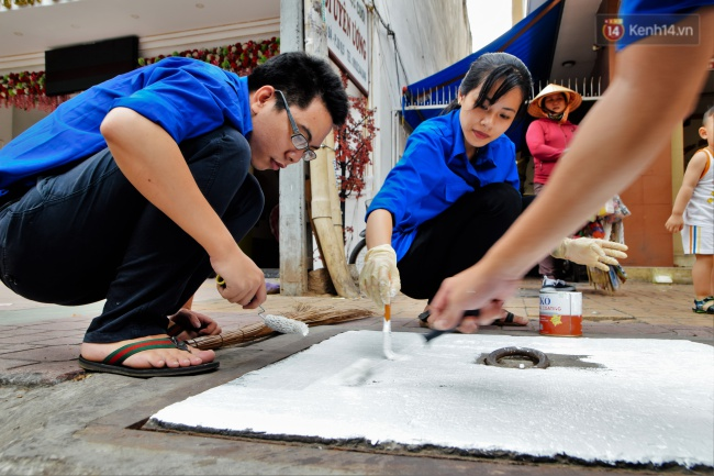 Nhìn những bức tranh trên nắp cống ở Sài Gòn đẹp như thế này, không ai nỡ xả rác nữa! - Ảnh 3.