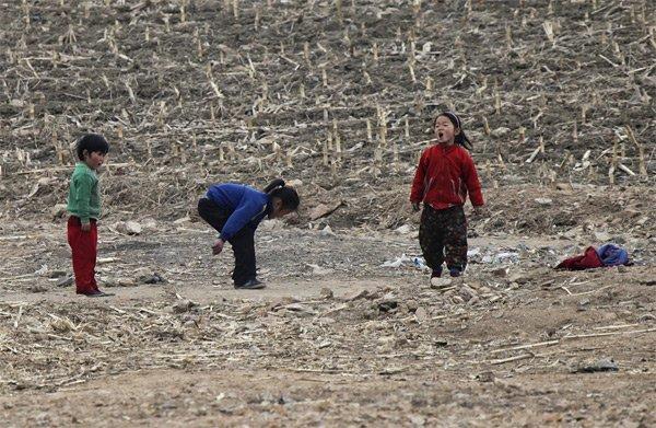 Hình ảnh hiếm về tuổi thơ của trẻ em Triều Tiên - Ảnh 3.