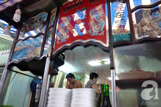 Ở Sài Gòn mà chưa xem xiếc mì, chưa ăn tô sủi cảo Thiệu Ký, bạn vẫn chưa hưởng hết lạc thú chánh hiệu Sài Gòn - Ảnh 3.