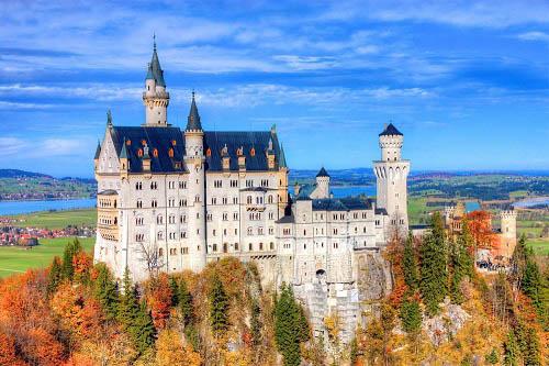 10 tòa lâu đài mang vẻ đẹp cổ tích vượt thời gian nổi tiếng khắp thế giới - Ảnh 3.