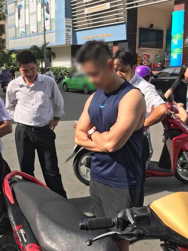Mặc tài xế taxi năn nỉ chỉ còn 200k trong túi, soái ca Sài Gòn kiên quyết đòi 400k bồi thường sau va chạm - Ảnh 4.