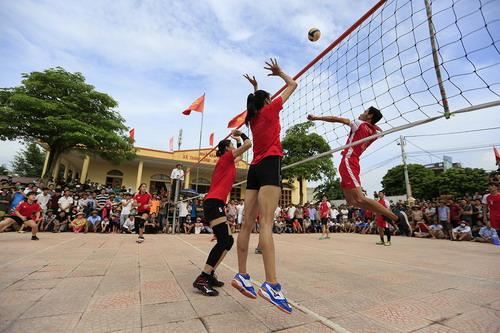 Tranh cãi khi tuyển bóng chuyền nữ Việt Nam về làng đấu đội nam - Ảnh 3.