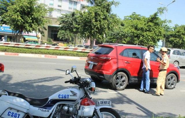 Lo bị phạt, khách hàng dừng mua ô tô trả góp - Ảnh 3.