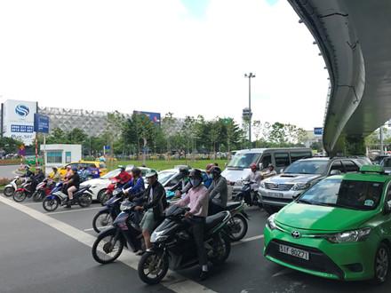 Mở thêm lối thoát giảm kẹt xe cho sân bay Tân Sơn Nhất - Ảnh 3.