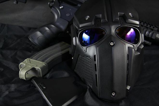 Đây là Mặt nạ siêu nhân cho quân đội do Nhật chế tạo: Chống được đạn, có kính hồng ngoại, hiển thị vị trí đồng đội - Ảnh 1.