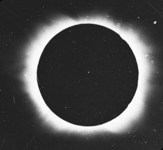 Chiêm ngưỡng bức ảnh đầu tiên về hiện tượng nhật thực ra đời năm 1851 - Ảnh 2.