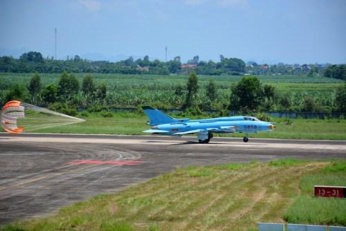 Quân chủng PK-KQ tổ chức 36 chuyến bay bắn, ném bom an toàn, hiệu quả - Ảnh 3.