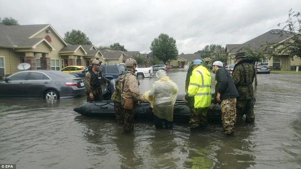 38 người chết và 48.700 ngôi nhà bị phá hủy sau cơn bão Harvey: Đây có thể chưa phải là thống kê thiệt hại cuối cùng - Ảnh 3.