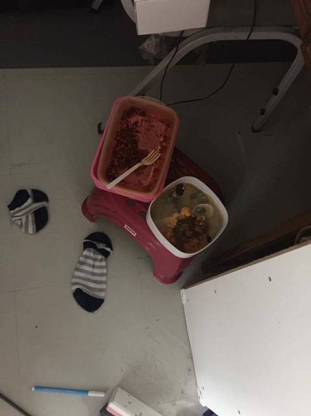 Đặt chân vào phòng ký túc của nữ sinh đại học y mà người ta cứ ngỡ đang lạc trong bãi rác - Ảnh 3.