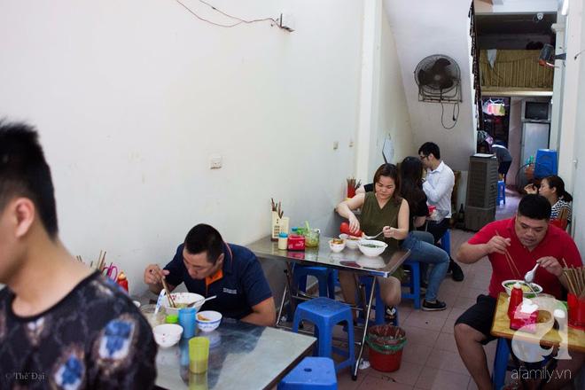 Có một tiệm mì vằn thắn gia truyền 3 đời, ăn là nghiện, không thử là thiệt ở Hà Nội, bạn đã biết chưa? - Ảnh 3.