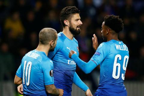 Giroud cán mốc 100 bàn cho Arsenal nhanh hơn cả Van Persie - Ảnh 2.