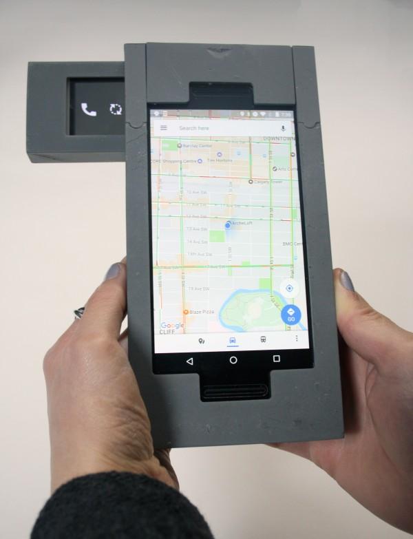 Đây là chiếc smartphone dị nhất thế giới, gồm 3 chiếc smartphone bé kết hợp lại với nhau - Ảnh 1.