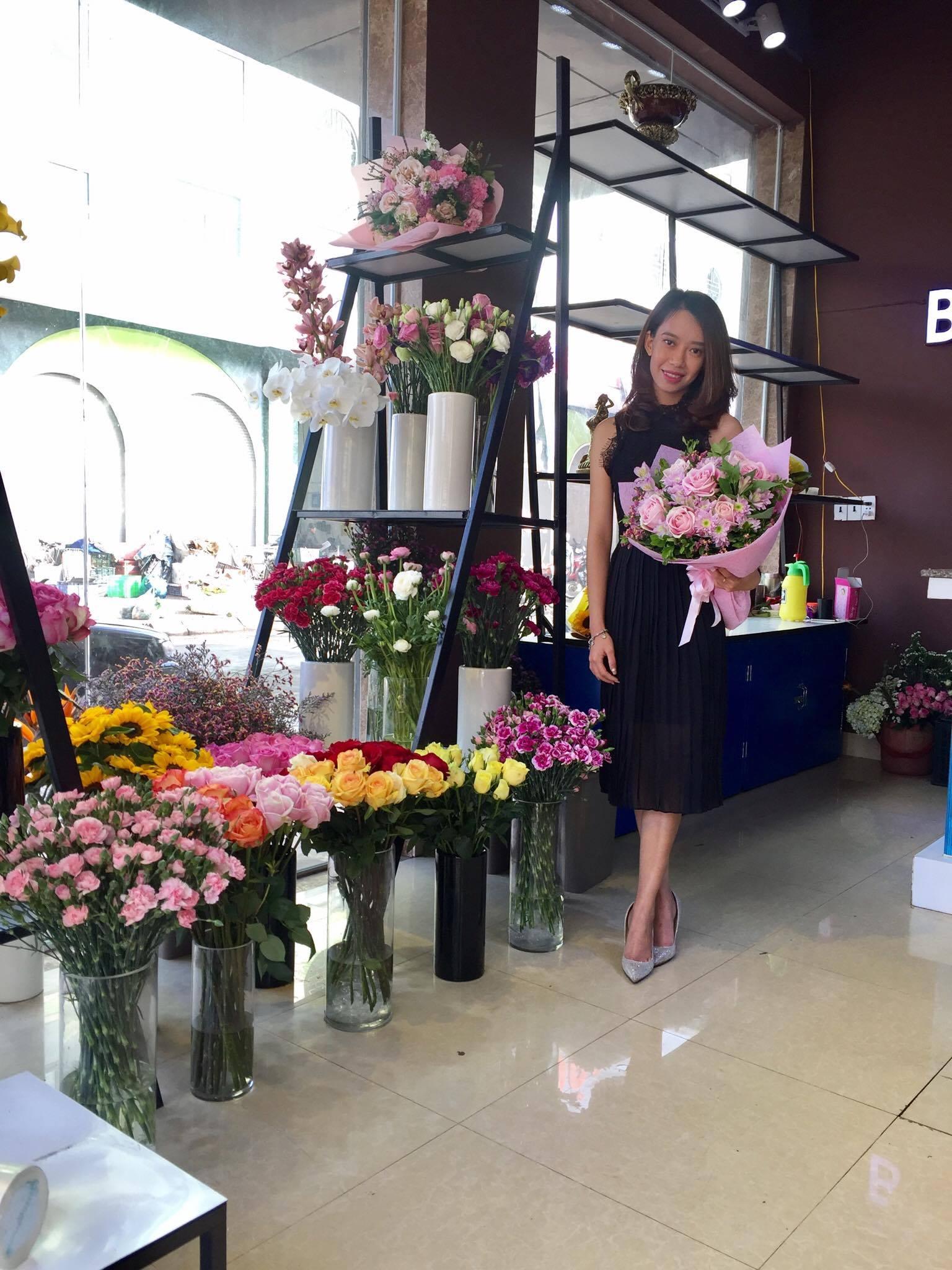 Bỏ công tránh việc, cô nàng quyết tâm theo nghiệp... bán hoa - Ảnh 3.