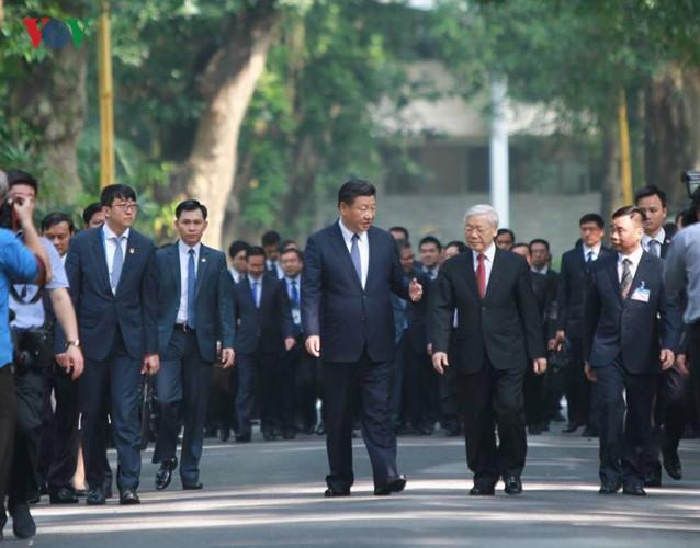 Ảnh: Chủ tịch Trung Quốc Tập Cận Bình vào Lăng viếng Chủ tịch Hồ Chí Minh - Ảnh 2.