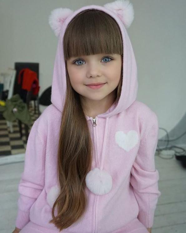 Sự thật đáng buồn phía sau danh xưng Cô bé xinh đẹp nhất thế giới của siêu mẫu nhí người Nga - Ảnh 3.
