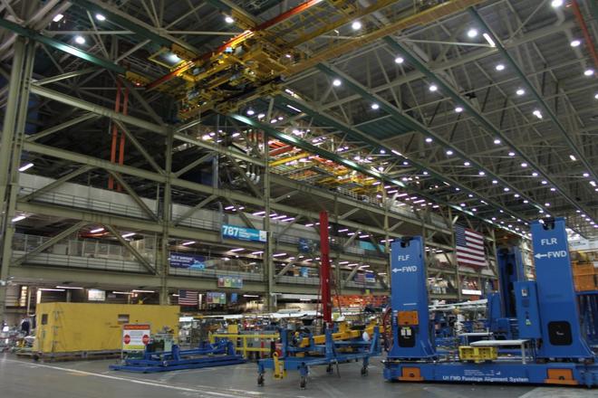 Dạo một vòng quanh nhà máy sản xuất máy bay lớn nhất của Boeing - Ảnh 3.