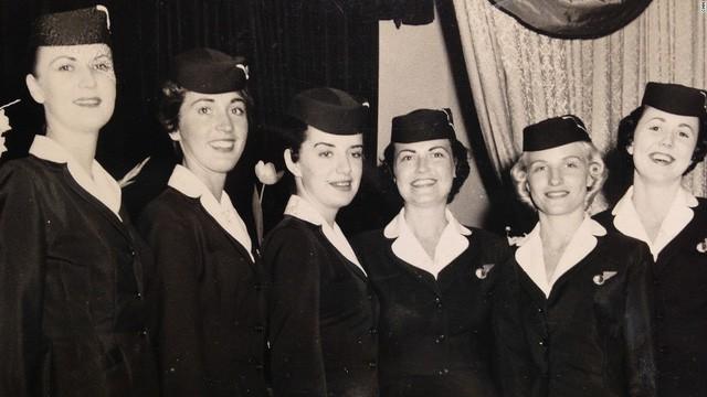 81 tuổi vẫn làm tiếp viên hàng không, cụ bà được mệnh danh Nữ hoàng của bầu trời - Ảnh 3.