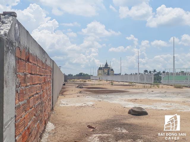 Cận cảnh Happyland – siêu dự án 2 tỷ USD hoang vu tại Long An  - Ảnh 21.