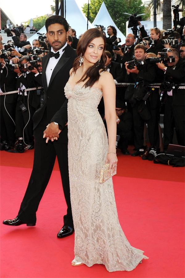 Hành trình 16 năm hóa nữ thần thảm đỏ Cannes của Hoa hậu Aishwarya Rai - Ảnh 12.
