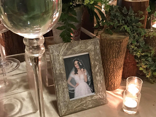 Á hậu Hoàng Anh rạng rỡ với váy trắng tinh khôi trong tiệc cưới - Ảnh 28.